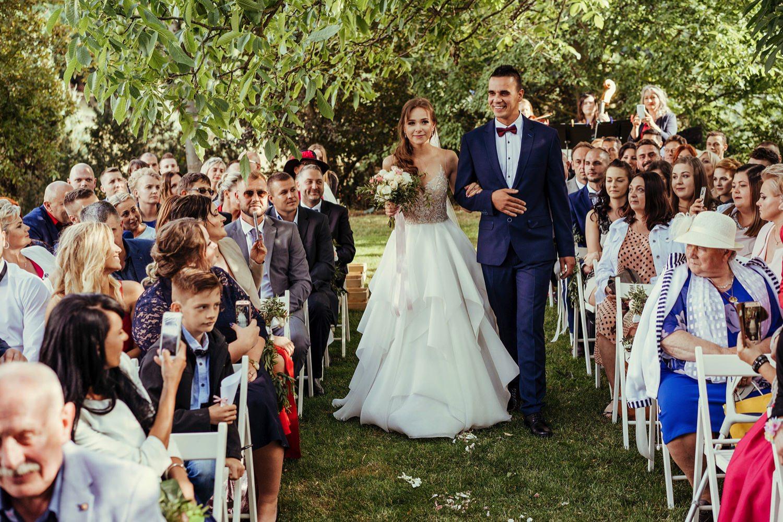 Ślub w plenerze w Białej Wstążce w Czepinie 34