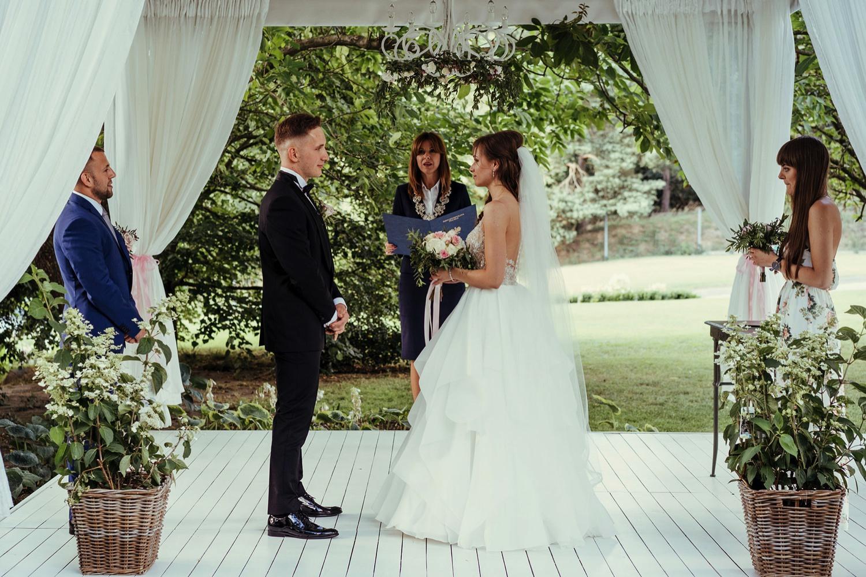 Ślub w plenerze w Białej Wstążce w Czepinie 36