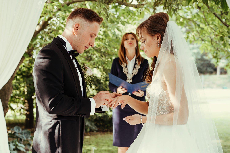 Ślub w plenerze w Białej Wstążce w Czepinie 38