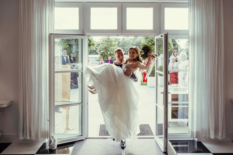 Ślub w plenerze w Białej Wstążce w Czepinie 46