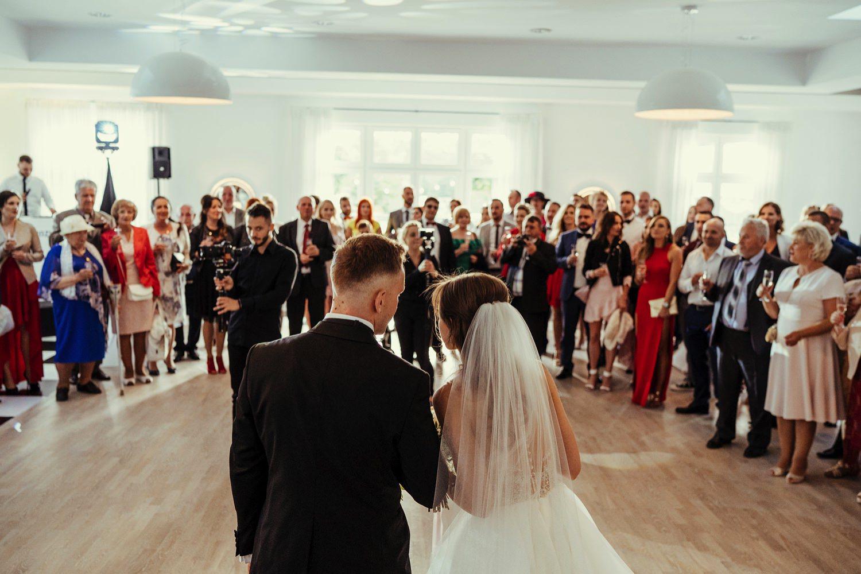 Ślub w plenerze w Białej Wstążce w Czepinie 47