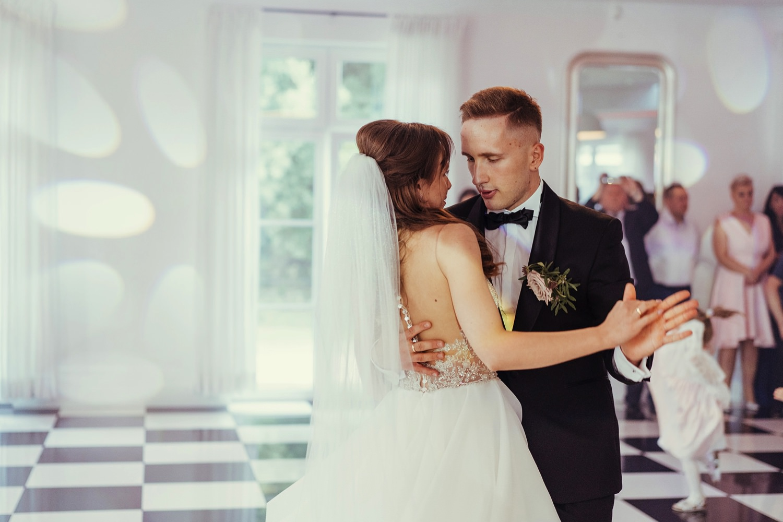 Ślub w plenerze w Białej Wstążce w Czepinie 48