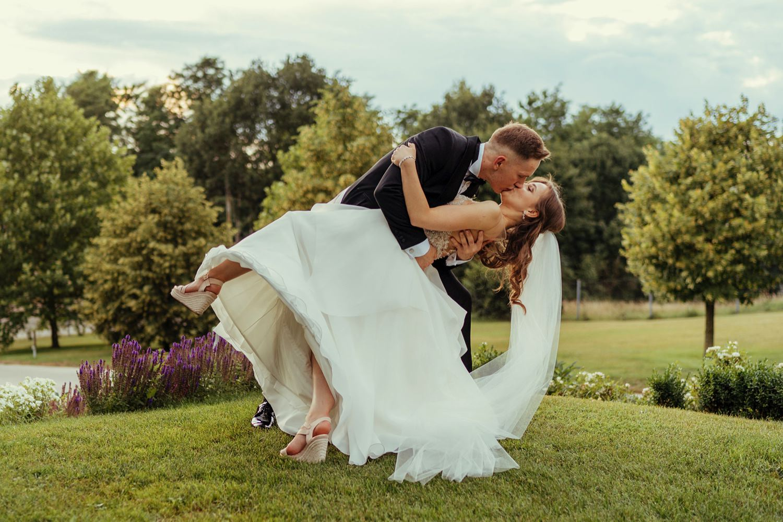 Ślub w plenerze w Białej Wstążce w Czepinie 55