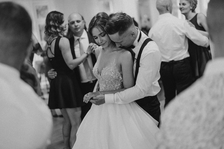 Ślub w plenerze w Białej Wstążce w Czepinie 59