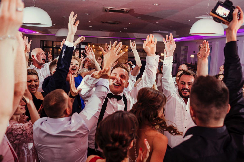 Ślub w plenerze w Białej Wstążce w Czepinie 60