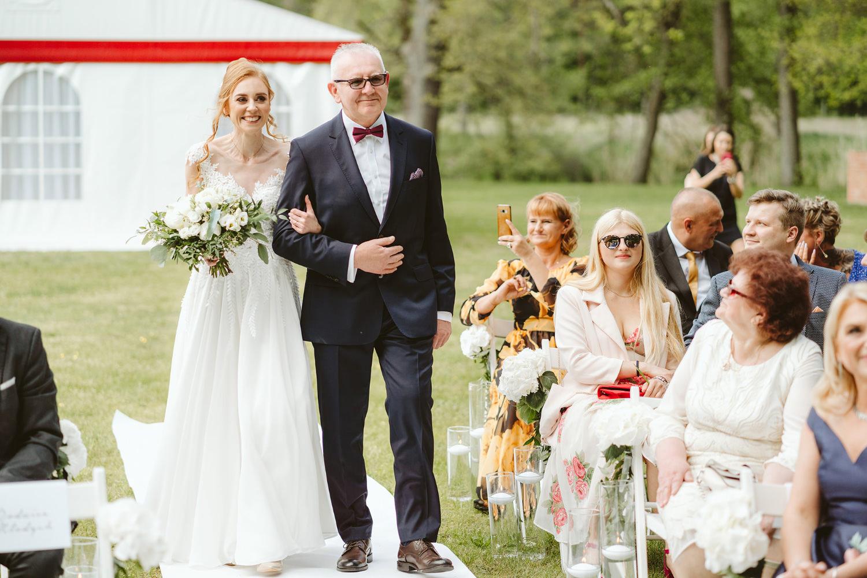 Ślub w plenerze przy lesie Martyna i Olek 20