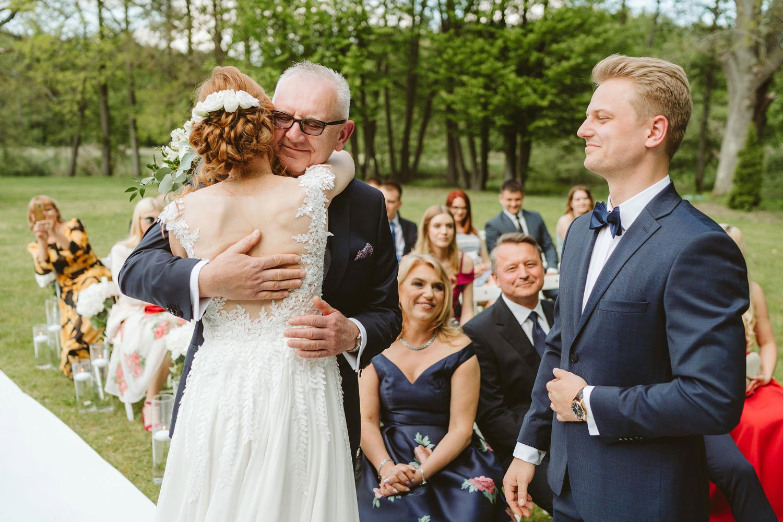 Ślub w plenerze przy lesie Martyna i Olek 21