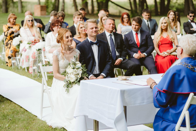 Ślub w plenerze przy lesie Martyna i Olek 23