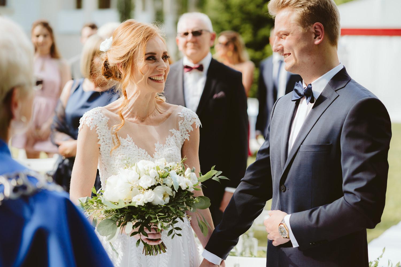 Ślub w plenerze przy lesie Martyna i Olek 22