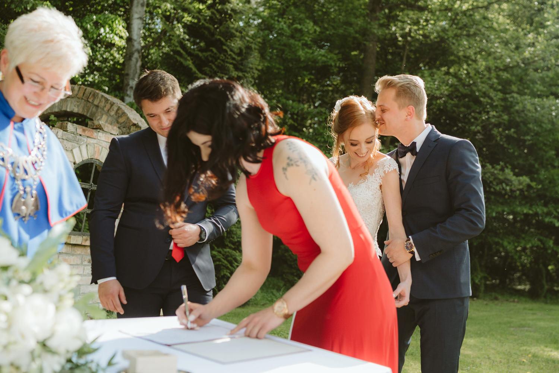 Ślub w plenerze przy lesie Martyna i Olek 26