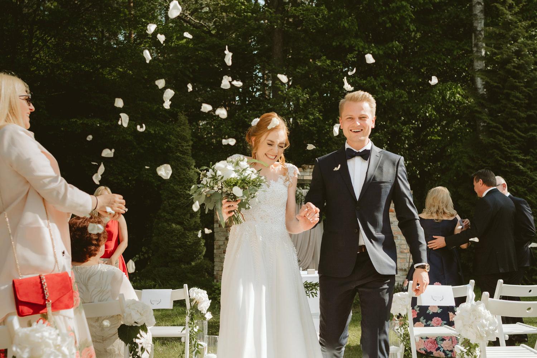 Ślub w plenerze przy lesie Martyna i Olek 30