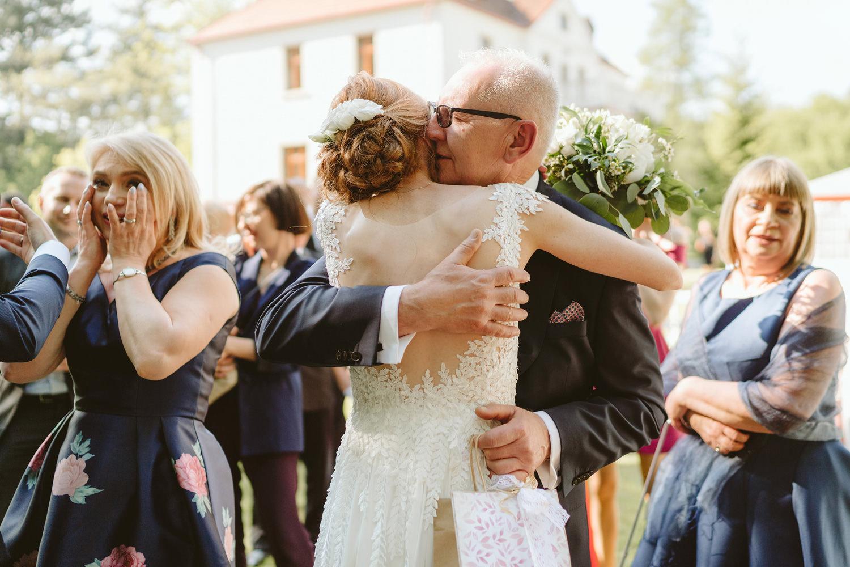 Ślub w plenerze przy lesie Martyna i Olek 31