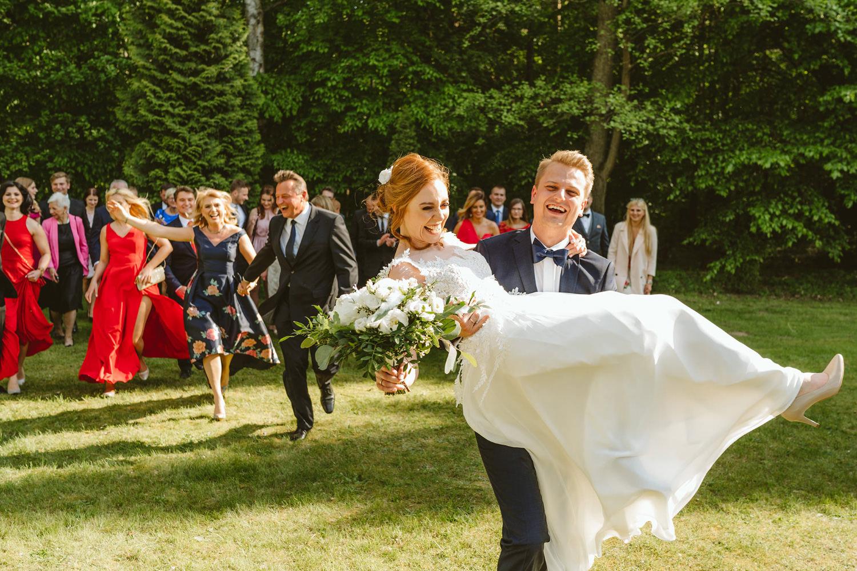 Ślub w plenerze przy lesie Martyna i Olek 34