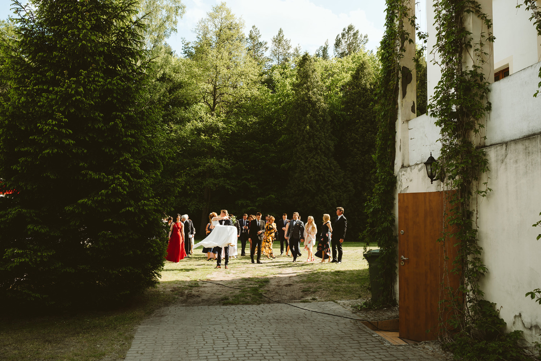 Ślub w plenerze przy lesie Martyna i Olek 38