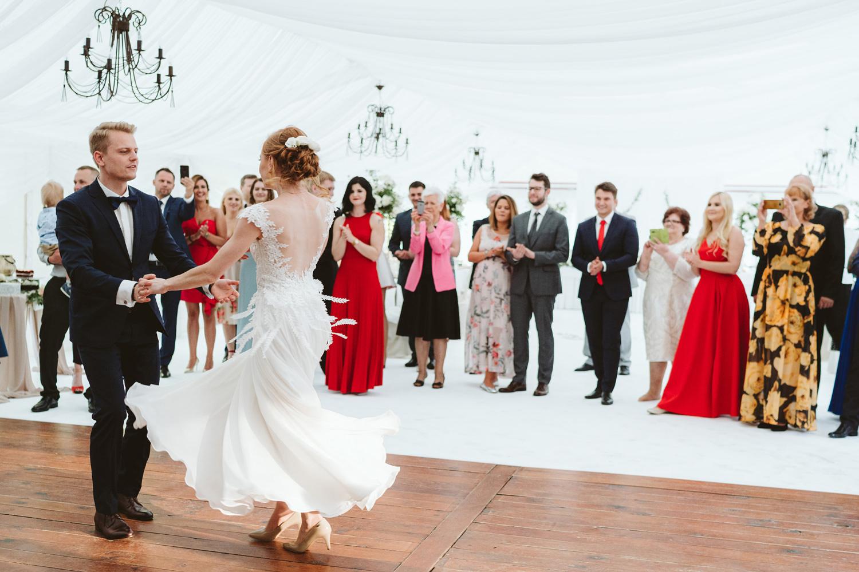 Ślub w plenerze przy lesie Martyna i Olek 43