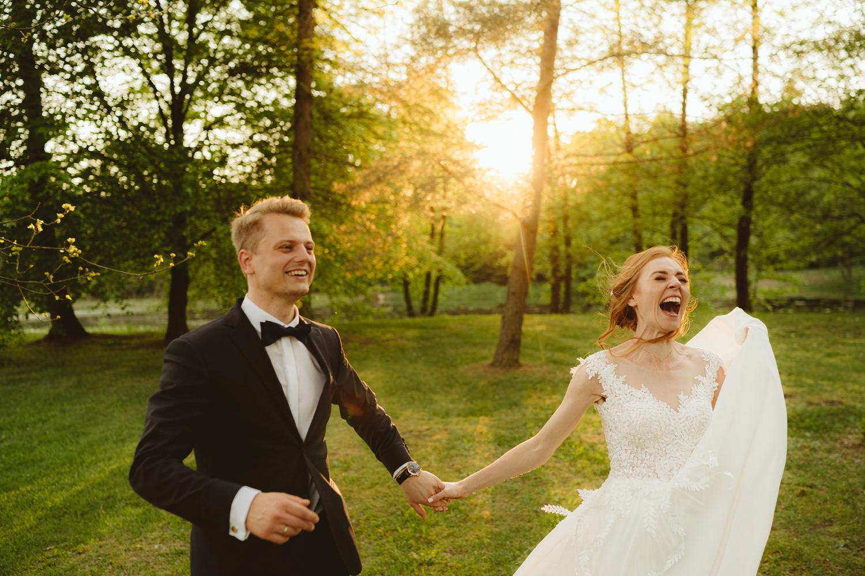 Ślub w plenerze przy lesie Martyna i Olek 49
